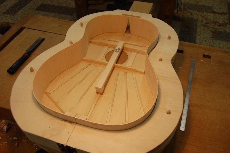 Il piano armonico è inserito nella forma con le fasce
